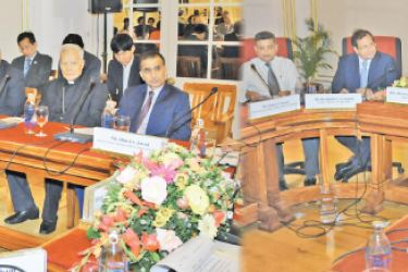 Foreign Minister Dr. Sarath Amunugama at the meeting with the diplomats yesterday.