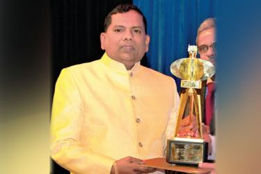 Owner of Nihal Shantha and Sons, Nihal Shantha receiving the award