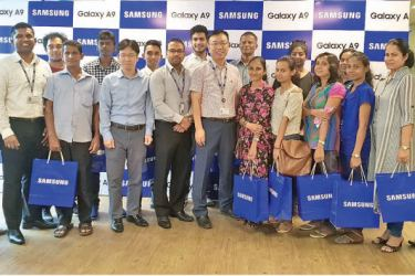 Senior officials of Samsung with the winners of the 'Rewarding the Loyal Samsung Galaxy Fans This Christmas' - Thushara Rathnaweera Product Manager Mobile, Samsung Sri Lanka; Priyantha Jayasinghe National Key Account Manager, Mobile, Samsung Sri Lanka; Yong  Keun Hwang Director Mobile, Samsung Sri Lanka; Shantha Fernando General Manager, Head of Mobile Biz, Samsung Sri Lanka; Hogyun Park Chief Manager of Service, Samsung Sri Lanka; and Chaminda Silva Sales Manager, Samsung Sri Lanka.