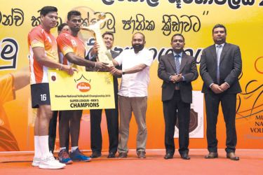 Chief guest Nalin B. Karunarathne, Chief Executive Officer of Ceylon Biscuits Limited, and Ranjith Siyambalapitiya, President of the Sri Lanka Volleyball Federation, handing over the trophy to Super League Men's winner - Sri Lanka Ports Authority.