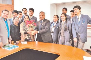 St. Mark's students with High Commissioner Austin Fernando.
