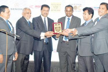 The officials giving the recognition award to the Chairman of Laugfs Holdings. Hemantha Gamage, Secretary GDCCI, Managing Director, Hemara Richlook, Priyantha Sahabandu, Galle Mayor, Dhammika Lokuge, Chairman GDCCI, Managing Partner T&D Associates, Chartered Accountants, W. K. H. Wegapitiya, Founder/Executive Chairman, Laugfs Holdings Limited, Chanaka Kariyawasan, CEO, GDCCI, W. Wijesinghe, Treasure, GDCCI at the awards ceremony