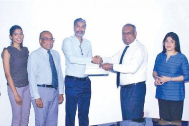 NCE President, Ramal Jasinghe and SLINTEC Chief Executive Officer, Harin de Silva Wijeyeratne exchanging the MoU