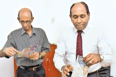 Senior Manager Operations Chandralal Sooriyaarachchi and Associate Editor Sunday Observer S. Anandakumar selecting the Readers Coupon No.7 winners of Observer - Mobitel School Cricketer 2018 at Lake House. Picture by Gayan Pushpika