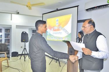 A student of Tzuchi School H. W. Umeera Bipul receiving a prize and certificate from Consul General Prem Nair.