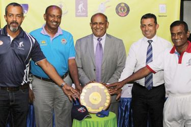 The launch of the tournament was held at the MCA recently, where President of CMCA Mahes De Zoysa (centre) presented the Dr. R.A.H. De Zoysa Challenge Shield and the official players cap to the Captains (from left) Lasantha Perera (Colombo Masters), Deepal Madurapperuma (Nationalized Services), Roshan Iddamalgoda (MCA) and Thilak de Silva (State Services).