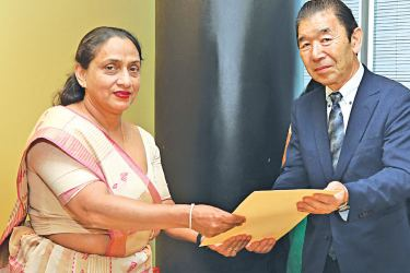 Champika Malalgoda, Director General of BOI exchanging the agreement with Chairman and Managing Director of Arihara Lanka Dream Company Limited, Hiroshi Arihara