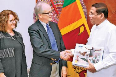 President Maithripala Sirisena greets Dr. Roberto Lenton and IWMI Director General Dr. Claudia Sadoff in Colombo yesterday.