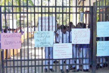 Students protesting near the gate of the college of Education.