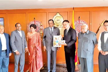 Minister Amaratunga meets President of the Young Buddhist Association of Thailand, Montian Thananart