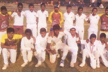 Palannoruwa Maha Vidyalaya Gonapola Horana beat Piliyandala Central and booked a berth in the fourth round of the all island under 13 division three cricket tournament. They posed for a photograph after beating the Centralians. (Picture by Dilwin Mendis, Moratuwa sports Special Correspondent)