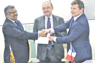Boccard and Ministry official exchanging the MoU in the presence of the Ambassador of France to Sri Lanka, Maldives Eric Lavertu