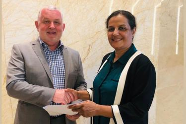 Arosha Jayasundera, CEO of the Asian Institute of Excellence exchanging the MoU with  Richard Davies, CEO and Partner of Evbex-Asia