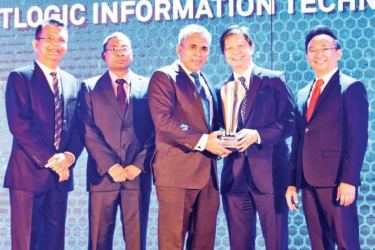 Softlogic Information Technologies Director and CEO Roshan Rassool receives the Business Partner for FY19- B2B Category award
