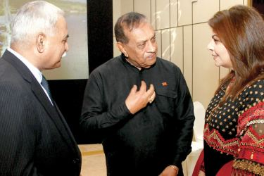 Pakistani High Commissioner Major General (Retired) Dr. Shahid Ahmad Hashmat, his spouse in conversation with Speaker Karu Jayasuriya