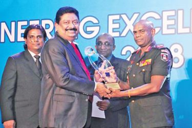 Eng. Sagara Gunawardana (Chairman/Managing Director of Venora Lanka Power Panels) receiving the Engineering Excellence Award from Chief Guest, Lt. Gen. Mahesh Senanayake, Commander of the Sri Lanka Army in the presence of Eng. (Prof.) T. M. Pallewatta, President of IESL