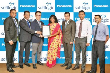 Dr Siddhika G. Senaratne, Director General of Sri Lanka Standards Institution (centre) presents the SLS 1458 certification to Ashan Wanduragala, General Manager of the FMCG Division of Softlogic Retail and Toru Tachibana, General Manager – PMG Lighting at Panasonic – PMG Lighting (second and third from left respectively) in the presence of Manjula Batagalla, Business Development Manager for the FMCG Division of Softlogic Retail, Anmol Kapoor, Deputy Manager – Exports at Panasonic – PMG Lighting, Hasitha Kar