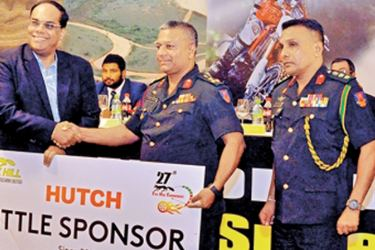 The Chief Executive Officer of Hutchison Telecommunication Nadarasa Thirukumal handing over the sponsorship cheque to the Chairman of the Organising Committee and Commandant of Sri Lanka Military Academy Brigadier S.K. Eshwaran at the media briefing held at Hilton Hotel. Commanding Officer of Sri Lanka Military Academy Colonel Shantha Ranaweera is also present.