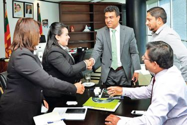Deputy Minister Nalin Bandara meeting MSLBCC, President Dr. Thanavathy Chitra at the BOI. Chairman, Colombo Trading Pvt. Ltd,, M. R. M. Reaz and other officials look on.