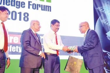 Murali Prakash being presented with a token of appreciation by Anil Munasinghe, General Manager Marketing. Channa Jayasinghe, Brand Development Manager and Mahinda Saranapala, Director and CEO, Kelani Cables looks on.
