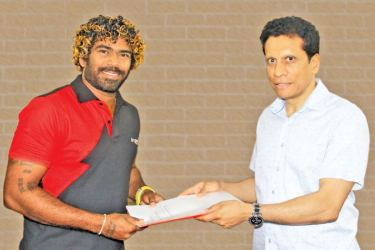 Livguard Brand Ambassador Lasith Malinga exchanging the agreement with Saroj Perera, Chairman of Douglas & Sons.