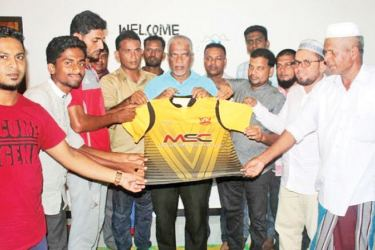 The Mohammadhiya Sports Club officials receive the jerseys from the guests at the event. Club officials and players were also present.
