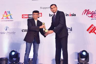 Arvind Jain - CEO, Netbiz Solutions presenting a Gold award, won by Mobitel for the Data + Credit Card campaign to Jaque Perera - Manager, Digital Media, Mobitel and Jayamali Weerahandi - Assistant Manager, Brands, Mobitel