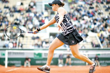 Australia's  Ashleigh Barty returns the ball to Amanda  Anisimova of the US during their women's singles semi-final match on day 13 of The Roland Garros 2019 French Open tennis  tournament in Paris on June 7, 2019. (AFP)