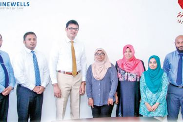 Officials of Ninewells Hospital and Maldives' Aasandha Company exchange the MOU
