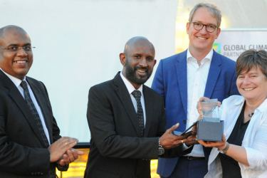 Naleen Edirisinghe, DGM-Branch Credit accepting the award from Claudia Arce, Chairperson of the Global Climate Partnership Fund. Luke Franson-Head of Green Lending, GCPF and Nalaka Wijayawardana, DGM-Marketing, Cards and Deposit Mobilization