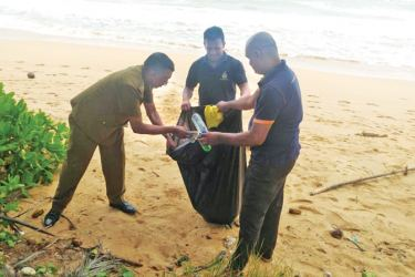 Elpitiya Excise officers while cleaning the beach