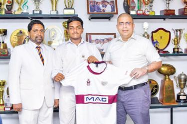 MAC Holdings Private Limited Chairman, Andre Fernando handing over the official jersey to Sashin Munasinghe, Captain Science College with  Susantha Mendis, The Principal, Science College on extreme left