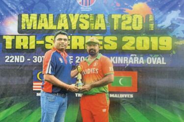 Nilantha Cooray posed for a photograph with his Maldivian Coach just after the awards ceremony