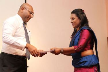 Director and Group CEO Dimantha Seneviratne awards a certificate to a candidate