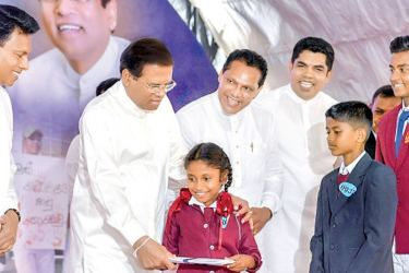 President Maithripala Sirisena handing over a certificate to a student. Minister Ashok Abeysinghe,  MP Dayasiri Jayasekera and Governor Peshala Jayaratne look on. Picture by President's Media Division.