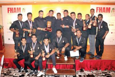 The teams from Heritance Aarah and Adaaran Resorts with the awards