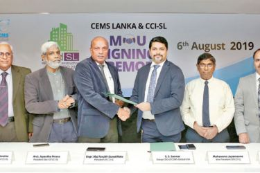 Eng  Ranjith Gunatilleke President of CCI-SL exchanging the MOU with S.S.Sarwar - Group CEO of CEMS-Global USA. Eng. NissankaN.Wijeratne, Secretary General/CEO of CCI- Arct. Jayantha Perera - President-Elect of CCI-SL, Mahanama Jayamanne -Vice President of CCI-SL; and  other officials look on.  Picture by Ranjith Asanka