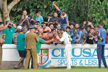 New Zealand captain Kane Williamson who turned 29 yesterday celebrates his birthday by cutting a cake presented to him by spectators on the opening day of the 3-day practice match at FTZ grounds, Katunayake yesterday.