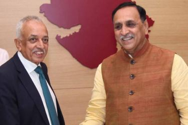 Gujarat Chief Minister Shri Vijaybhai Rupani receives Development Strategies & International Trade Minister Minister Malik Samarawickrama.