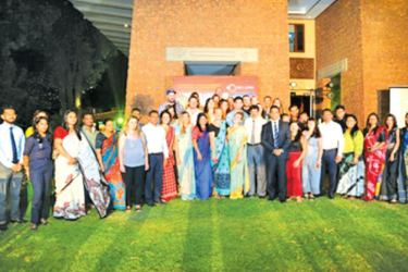 Group photo with Sri Lanka Tourism Promotion Bureau officials and the travel bloggers