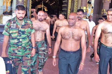 Army Commander Lt. General Mahesh Senanayake and Jaffna Security Forces Commander Major General Ruwan Wanigasooriya at the Nallur Kandaswamy Temple. (Picture by Point Pedro special correspondent)