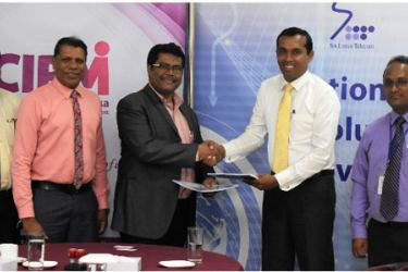 CIPM Sri Lanka President Dhammika Fernando and Chethana Attanayake-General Manager WPC-Sri Lanka Telecom exchanging the agreements