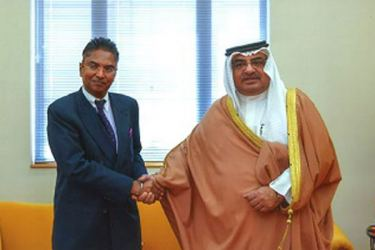 The outgoing Ambassador Dr. Mendis with Principal Advisor, Salman Bin Khalifa Al-Khalifa, at Gudaibiya Palace