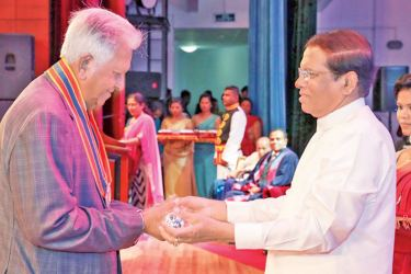 "Dilmah Founder Merrill J. Fernando, receives the ""Deshamanya"" title from President Maithripala Sirisena"