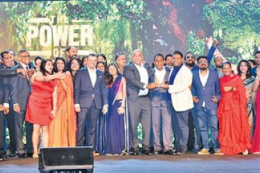 Thayalan Bartlett, Chief Executive Officer, and Dilshara Jayamanna, Senior Vice President and Executive Creative Director of MullenLowe Sri Lanka, accepting the 'Most Effective Agency of the Year' award from Imal Fonseka, the Chief Guest along with Virat Tandon, Group CEO, MullenLowe Lintas Group and the MullenLowe Sri Lanka team