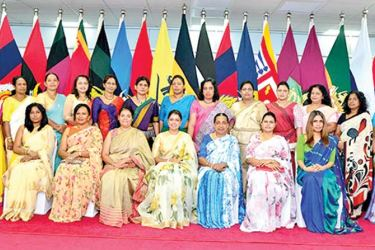 Army Seva Vanitha Unit (ASVU) President Sujeewa Nelson and other SVU chairpersons, when the President assumed office recently.