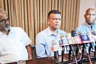 Anura Disanayake, Hemantha Withanage and Raveendra Wimalarathna of the National People's Movement Galle District Organization Committee at the media briefing. Picture by Mahinda P. Liyanage, Galle Central Special Corr.