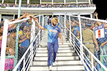 Lasith Malinga greeting cricket fans