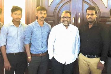 The representatives of the Jaffna University Students Union met Northern Province Governor  Dr.Suren Raghavan at the Governor's official residence