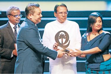 President Maithripala Sirisena hands over the Gold Award to Tiara officials